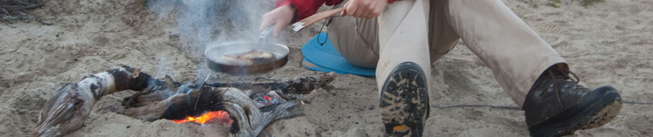 Cooking some fish at Pöyrisjärvi